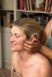 Mujer hermosa que recibe el masaje 66 Imagen de archivo