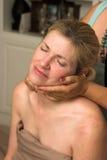 Mujer hermosa que recibe el masaje 74 Imagen de archivo