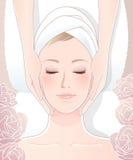 Mujer hermosa que recibe masaje facial