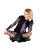 Mujer hermosa que se sienta en suelo Imágenes de archivo libres de regalías