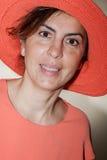Mujer hermosa que sonríe - ascendente cercano Imagenes de archivo