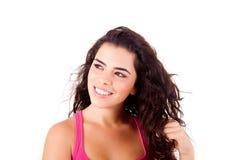 Mujer hermosa que sonríe y que presenta Fotos de archivo libres de regalías