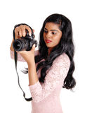 Mujer hermosa que toma cuadros Fotos de archivo