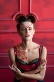 Mujer hermosa satisfecha en retrato de la ropa interior Imagen de archivo