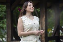 Mujer hermosa vestida en un estilo provincial foto de archivo libre de regalías