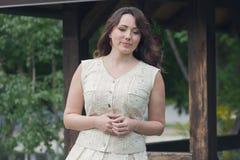 Mujer hermosa vestida en un estilo provincial fotografía de archivo libre de regalías