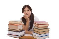 Mujer hispánica del estudiante universitario con la pila de libros Imagen de archivo