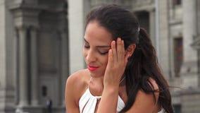 Mujer hispánica joven enojada metrajes