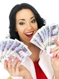 Mujer hispánica joven rica hermosa feliz que sostiene el dinero Imágenes de archivo libres de regalías