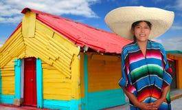 Mujer hispánica mexicana latina del poncho del sombrero fotografía de archivo
