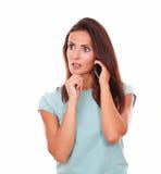 Mujer hispánica reflexiva que habla en su célula Imágenes de archivo libres de regalías