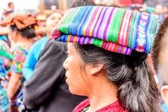 Mujer indígena del maya en la cubierta principal tradicional, Guatemala Imagenes de archivo