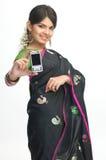 Mujer india con el móvil Imagen de archivo libre de regalías