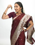 Mujer india con el manojo de claves Imagen de archivo libre de regalías