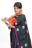 Mujer india con los libros Fotografía de archivo