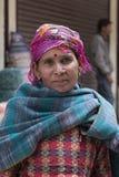 Mujer india del mendigo en la calle en Leh, Ladakh La India Imagenes de archivo