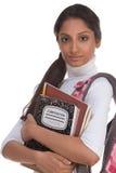 Mujer india joven del estudiante universitario con el morral Fotografía de archivo libre de regalías