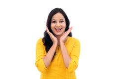 Mujer india joven emocionada contra blanco Fotografía de archivo