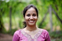 Mujer india joven feliz Fotos de archivo
