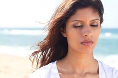 Mujer india pensativa Imagen de archivo