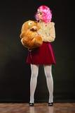 Mujer infantil y juguete grande del perro Foto de archivo