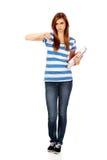 Mujer infeliz adolescente con los pulgares abajo Fotos de archivo