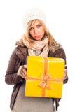 Mujer infeliz con el rectángulo de regalo Fotografía de archivo