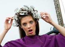 Mujer infeliz en salón de pelo Imagen de archivo