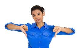 Mujer infeliz que da los pulgares abajo Imágenes de archivo libres de regalías