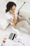 Mujer infeliz sobre finanzas Imagen de archivo libre de regalías