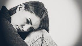 Mujer infeliz y triste Fotos de archivo