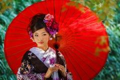 Mujer japonesa con el vestido del kimono Fotografía de archivo libre de regalías