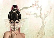 Mujer japonesa del geisha con el ventilador negro sobre el árbol Fotos de archivo libres de regalías