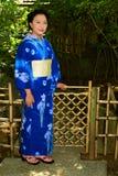 Mujer japonesa que lleva Yukata fotos de archivo