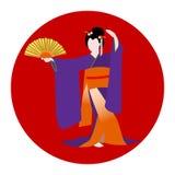 Mujer japonesa vestida en el baile tradicional del traje del kimono con una fan en fondo con la bandera de país del nationl stock de ilustración