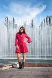 Mujer joven adolescente con el paraguas Fotografía de archivo