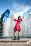 Mujer joven adolescente con el paraguas Fotografía de archivo libre de regalías