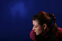 Mujer joven aislada Imagen de archivo