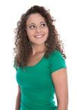 Mujer joven aislada feliz en el verde que mira para arriba al texto Fotografía de archivo