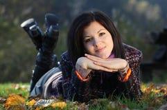 Mujer joven al aire libre Imagenes de archivo
