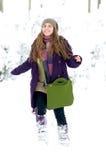 Mujer joven al aire libre en invierno Foto de archivo