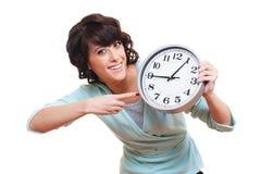 Mujer joven alegre con el reloj Foto de archivo libre de regalías