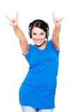Mujer joven alegre en auriculares Imagen de archivo