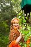 Mujer joven alegre rusa de Cheeked en el verde del foli de la primavera Fotografía de archivo libre de regalías