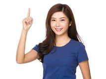 Mujer joven asiática con el destacar del finger Fotografía de archivo libre de regalías