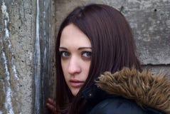 Mujer joven asustada Foto de archivo libre de regalías