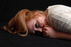 Mujer joven asustada Fotos de archivo