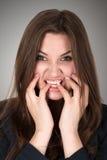 Mujer joven asustada y subrayada Foto de archivo libre de regalías