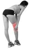 Mujer joven atlética con el vendaje elástico en su pierna Aislado Fotos de archivo