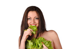 Mujer joven atractiva con la ensalada verde Fotos de archivo libres de regalías